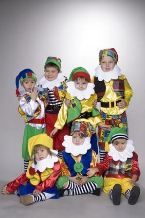 Новогодний костюм для мальчика гномика своими руками фото